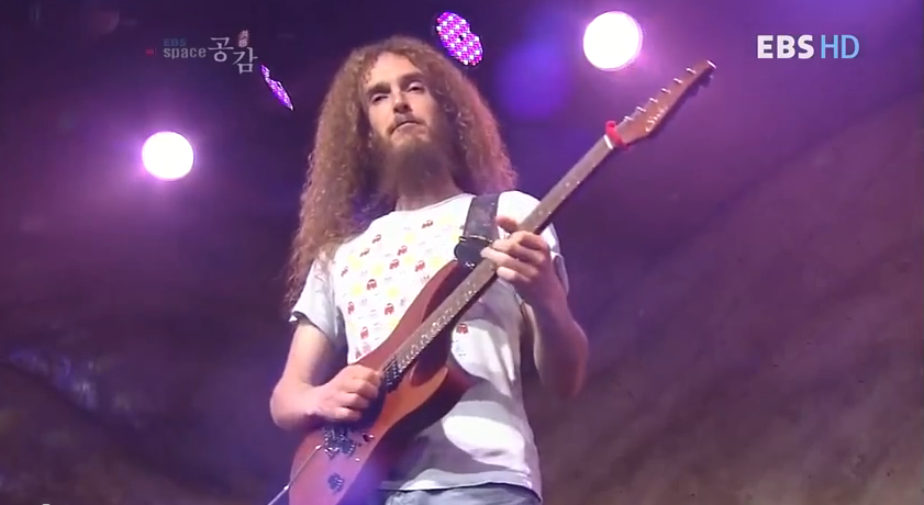 Guthrie Govan Live – Full Video